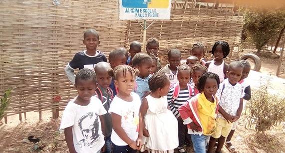 Paulo Freire dá nome à escola na África